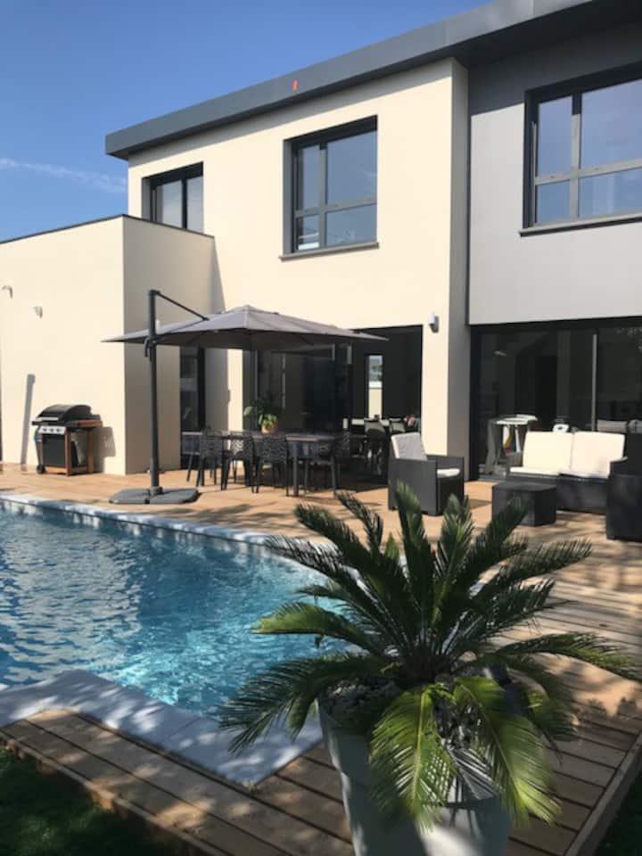 Villa 6 personnes avec piscine 10min des plages