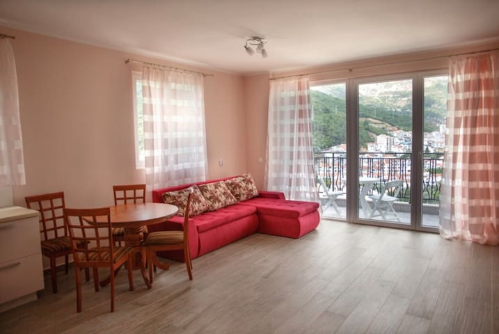 New apartment  in the quiet area 10min. to the sea