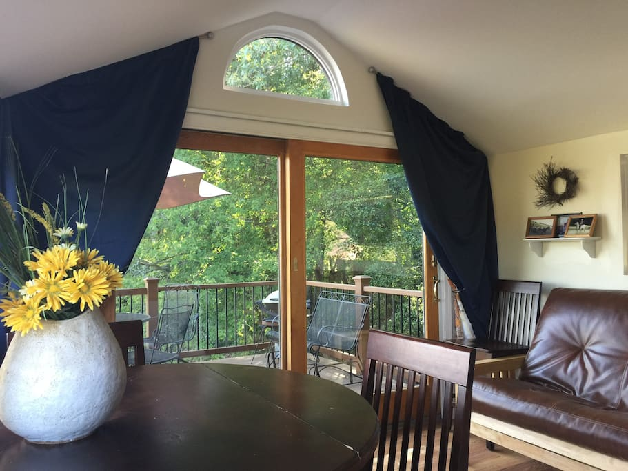 Wall to wall windows give you 270 degree views of Delaware woodlands and 80 acres of farm-fields. Balcony off the great room. Cathedral ceilings:)