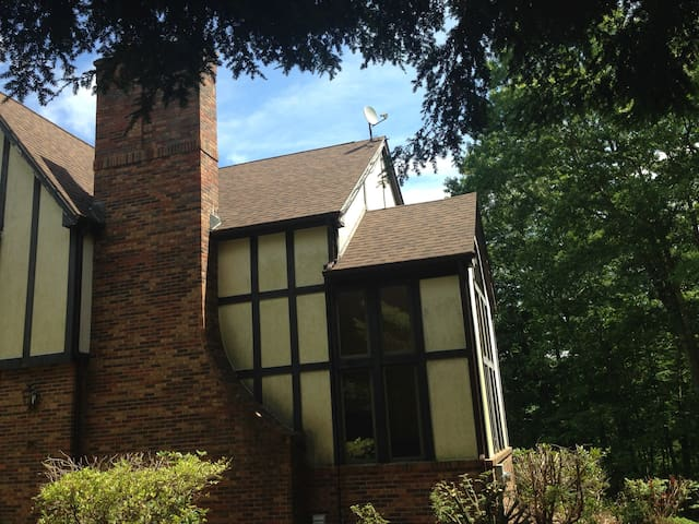 Beautiful Tudor mansion on 9 acres-Large 4 Bdrms!