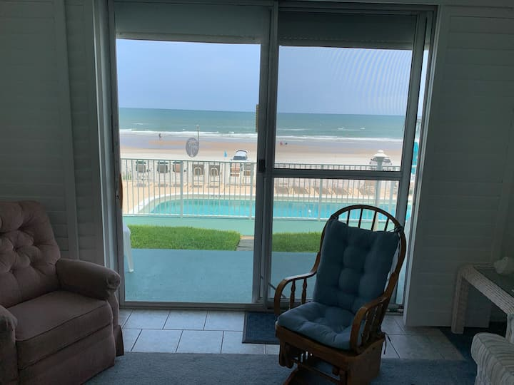 Oceanfront, ground flr,garage 108, no pets, entran