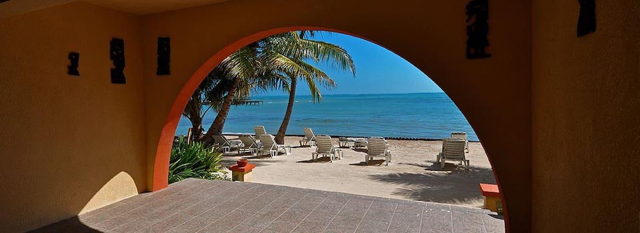 Beach property, 'balcony room', breakfast incld-BB - San Pedro - Apartment