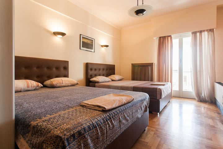Athens Center Grand Apartment Above Metro Station - Athina - Apartemen