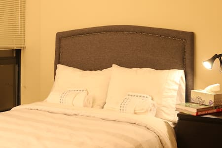 Private Room, Highrise apartment, Hotel style bed - Vancouver - Apartment