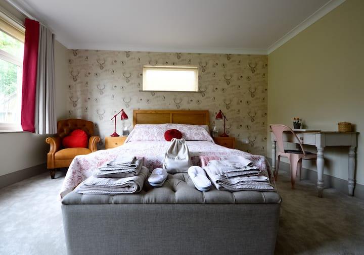 Little Gable, tranquil flat near Duffield