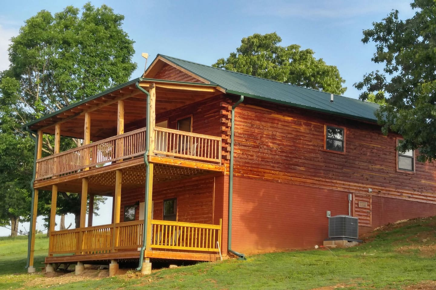 4 bed, 2 bath, fireplace, fully equipped kitchen, Red neck porch with fire ring. Biker friendly and bring your OWN HORSE.