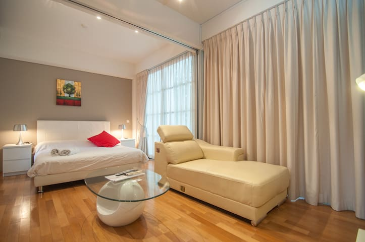 Upscale Studio Emerald Hill 3