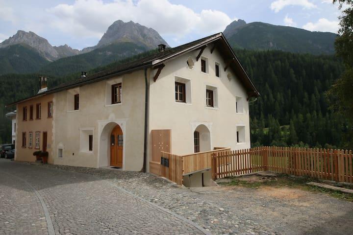historisches Engadinerhaus mit modernem Komfort
