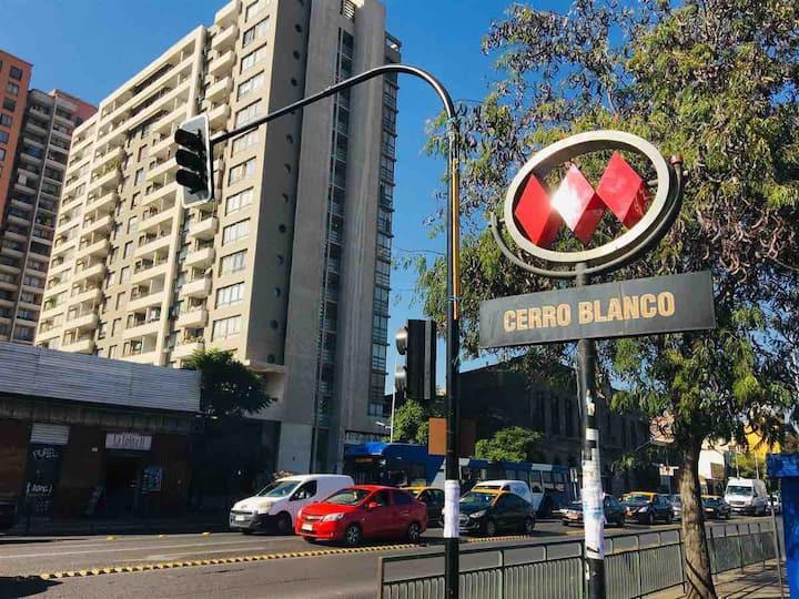 Cómodo departamento Metro Cerró Blanco.