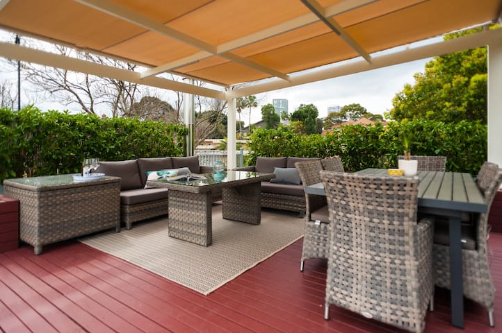 Huge penthouse with roof terrace and BBQ - Wollstonecraft - Huoneisto