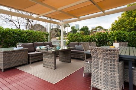 Huge penthouse with roof terrace and BBQ - Wollstonecraft