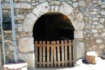 Ingresso casa antica castello