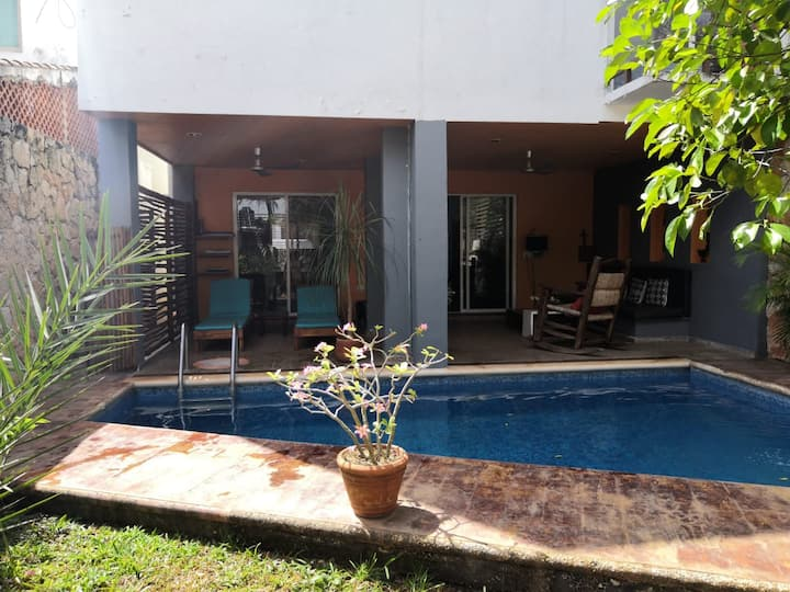 Beautiful house with pool and gardens Valladolid