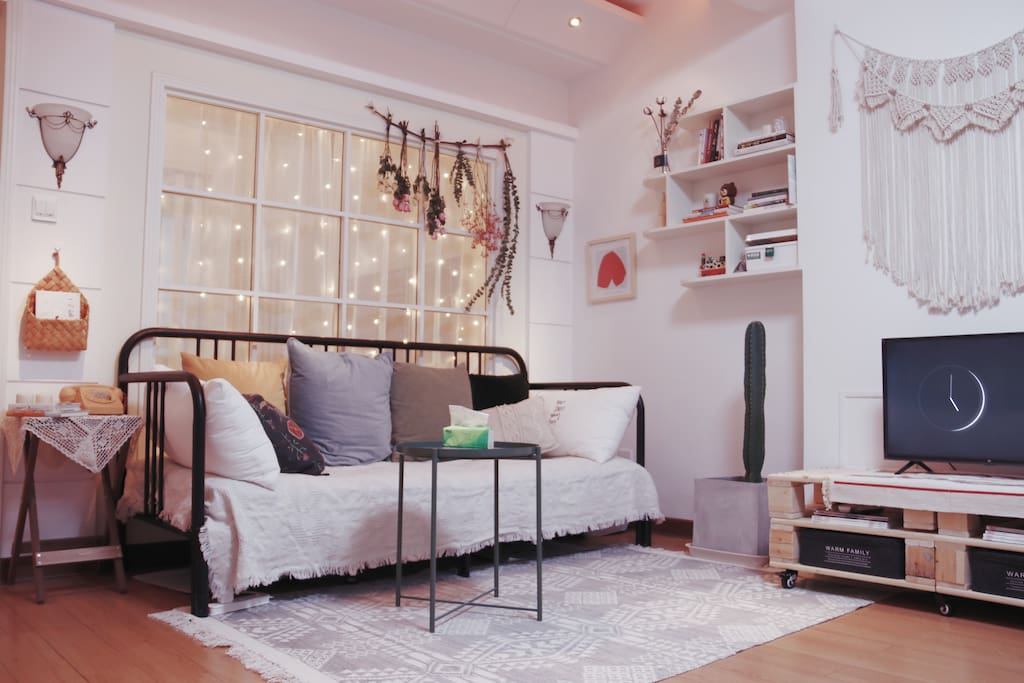 温馨客厅~可展开1.6m*2m沙发床~