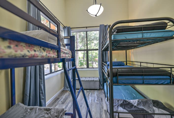 2nd Bedroom 5 Bunkbeds