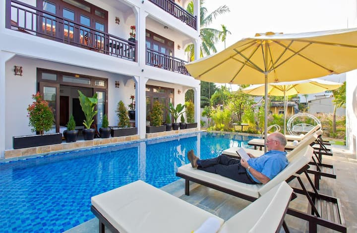 Double bed room in Trendy Life Villa Hoi An