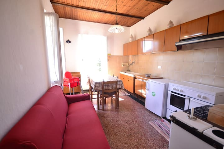 Hilltop Holiday Home in Sesta Godano with Balcony & Parking