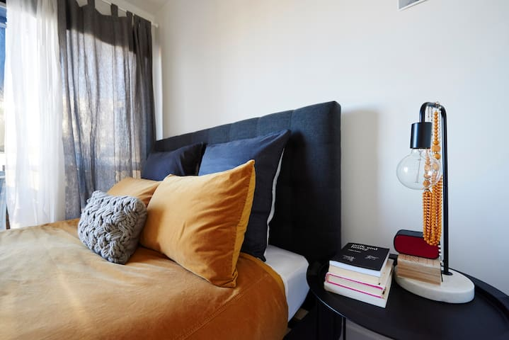 Designer Apartment with Soul.  WIFI/ porta cot.