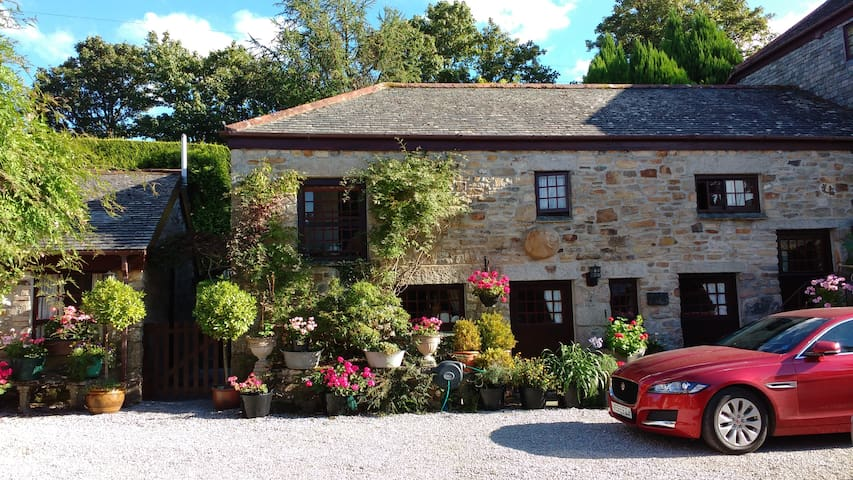 Mill Cottage, 17th Cent. Water Mill - Truro - Rumah