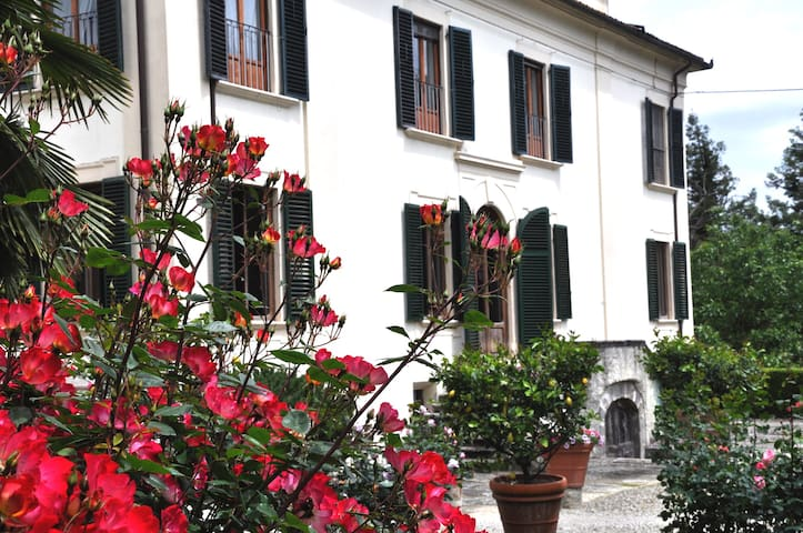 Apartment of historic villa. - Borgo San Lorenzo - Byt
