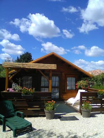 Vacances Chalet bois dans la verdure 2 Personnes