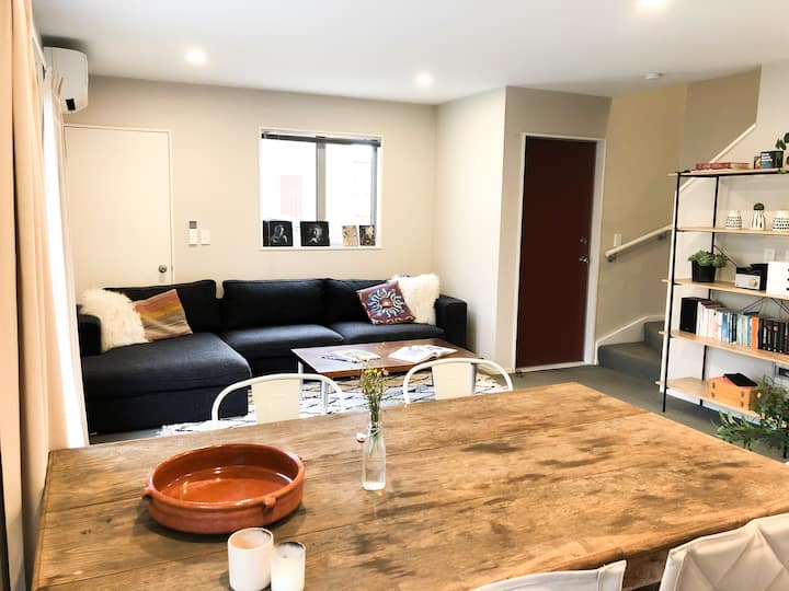 Warm, Cosy, Super Central Townhouse