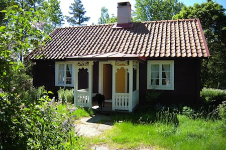 Charming cottage in the middle of the forest - Högsby