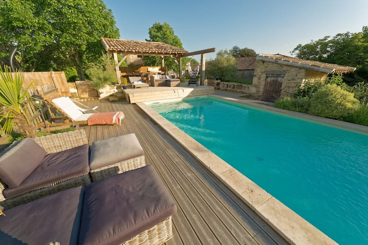 Part of castle, heated pool - open June/september - Saint-Jean-de-Blaignac - Casa