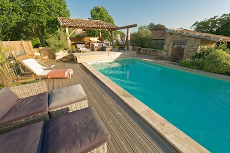 Part of castle, heated pool - open June/september - Saint-Jean-de-Blaignac - House