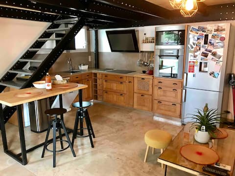 Warm and atypical duplex with private parking