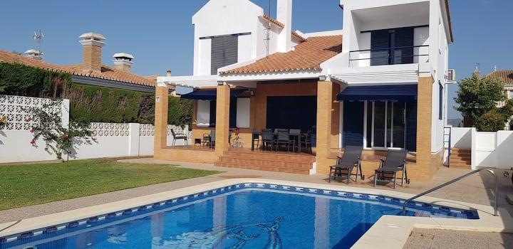 Villa con piscina privada ideal para familias