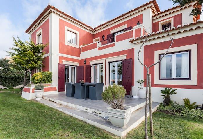 Charming Villa in Praia das Maçãs