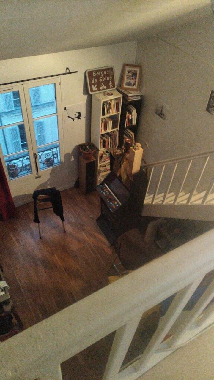 Paris Appt duplex 35 m2 bas et mezzanine 16 m2