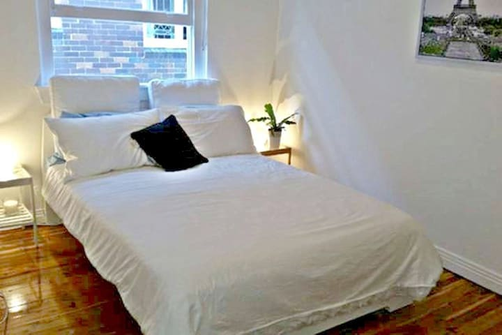Spacious private room close to Bondi beach - Rose Bay