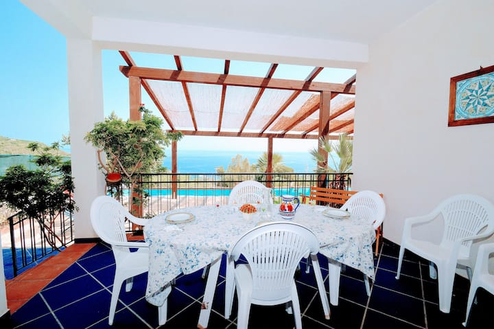 Villa with spectacular sea views just a stone's throw from the Oriented Natural Reserve of Zingaro