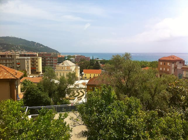 Lovely see view,5min walk to beach! - Marina di Andora - Leilighet