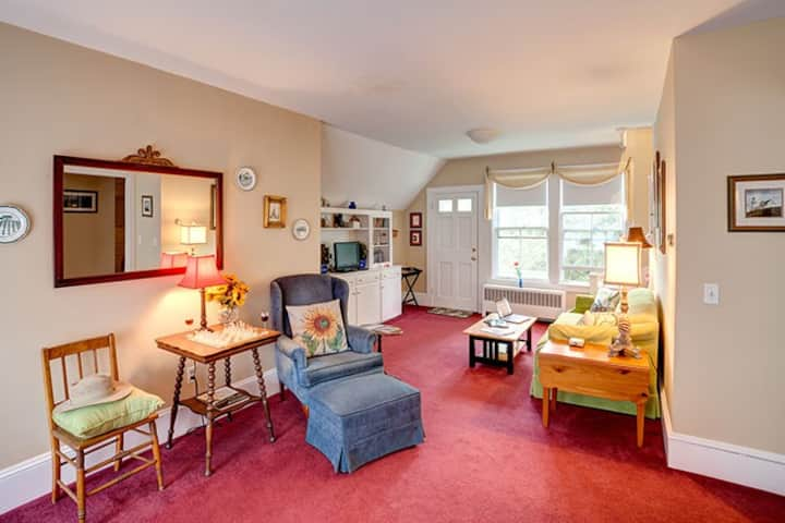 Two Story Apartment in Green Gables Inn