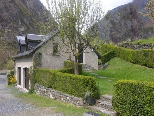 Gîte Gavarnie-Gèdre - Gèdre - House