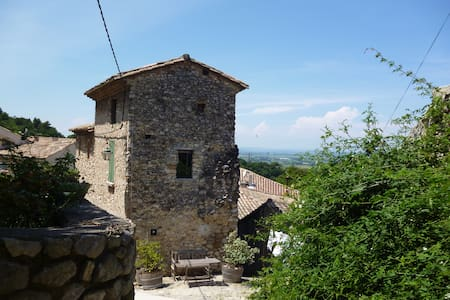 Historic Tower House, Gigondas Provence - Gigondas - Maison