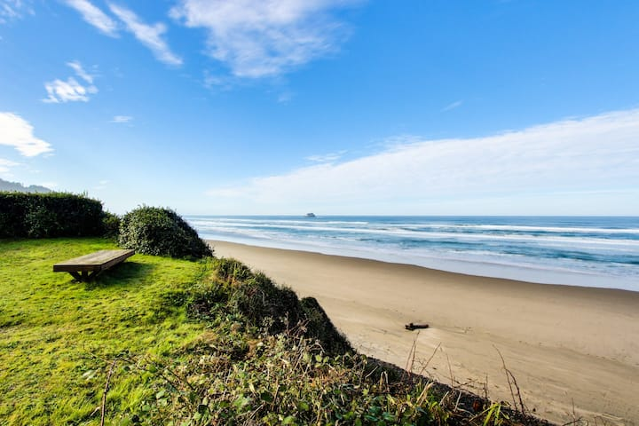 Cozy oceanfront home w/dog-friendly attitude, amazing views! 3 blocks to beach!