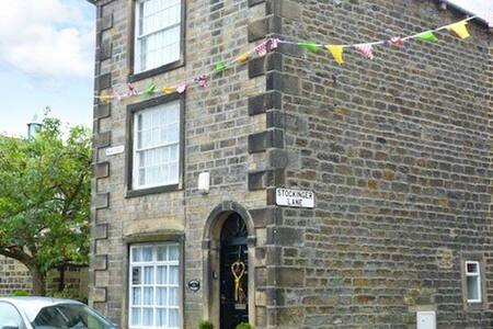 Unique, Grade II, quirky cottage - Addingham