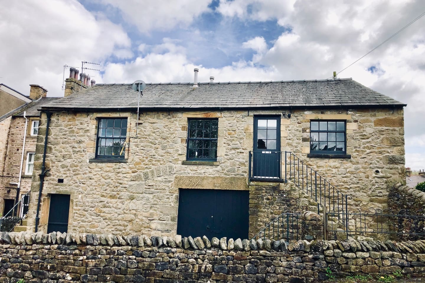 Contemporary living in a detached Yorkshire Dales Barn located close to the centre of Settle