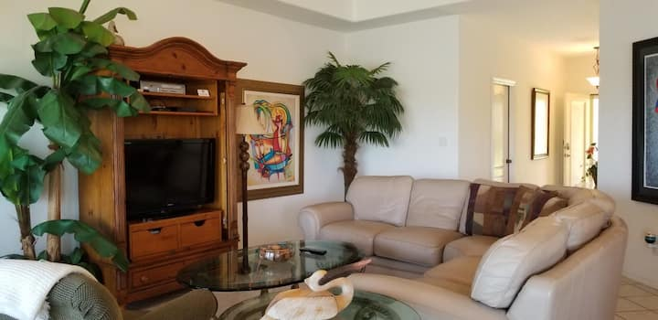 Beautiful 3 Bedroom Villa with a View of the Pond~16GH