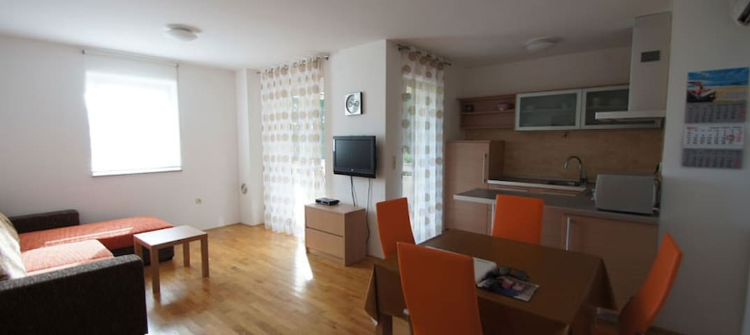 Nice appartment in Punat close to the beach - Punat - Pis