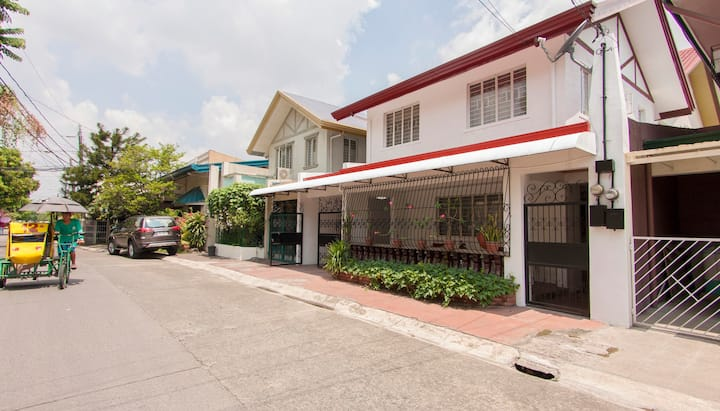 Charming dual level house in gated community