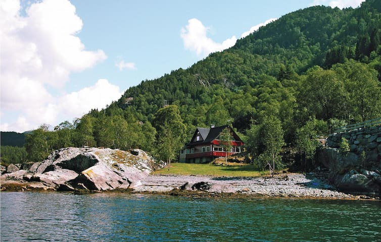 Holiday cottage with 5 bedrooms on 165m² in Nordtveitgrend