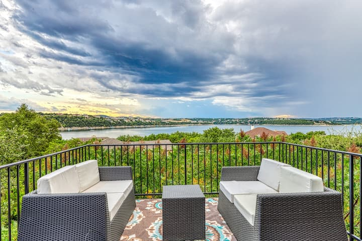 Family-friendly, lake view home w/ kids playground & a furnished deck