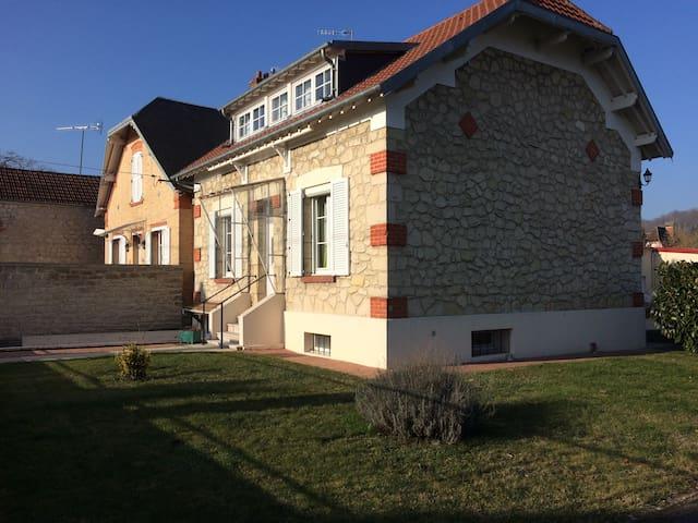 Chambres au coeur d'un village - Vailly-sur-Aisne - Casa