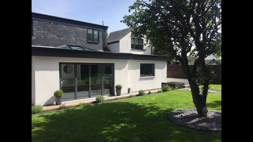 Stunning 5 bedroom house with open plan living