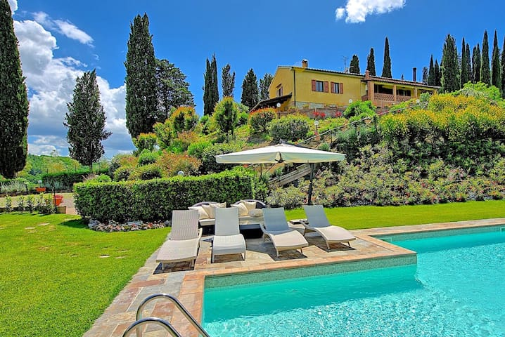 Villa Sabrina - Luxury Villa Rental with swimming pool in San Gimignano, Tuscany